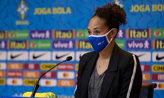 Aline Pellegrino quer mapear realidade do futebol feminino