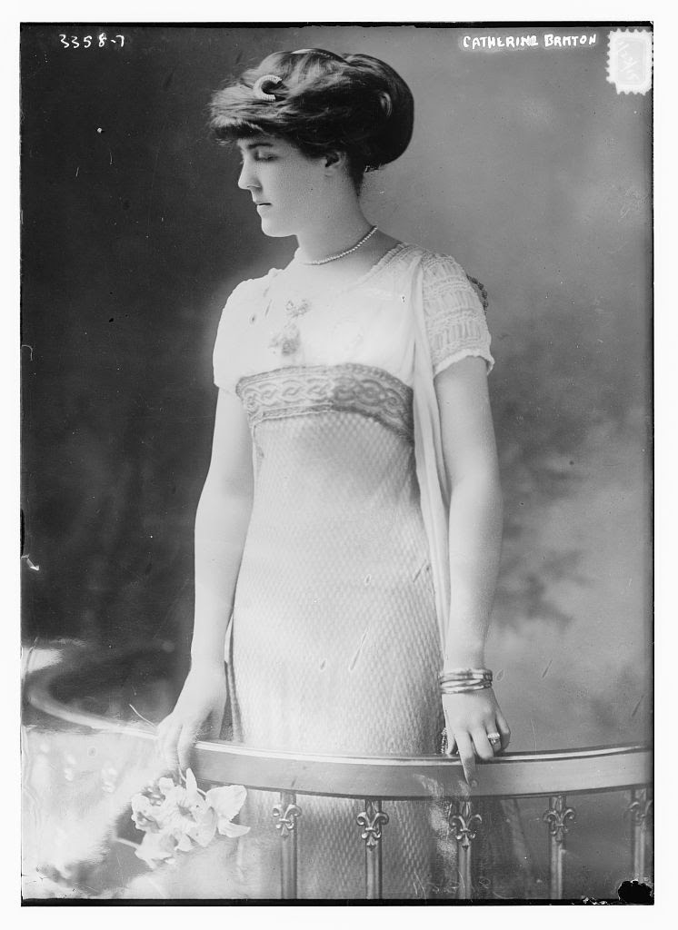 20 Vintage Photos That Show Women S Fashions Of The 1910s