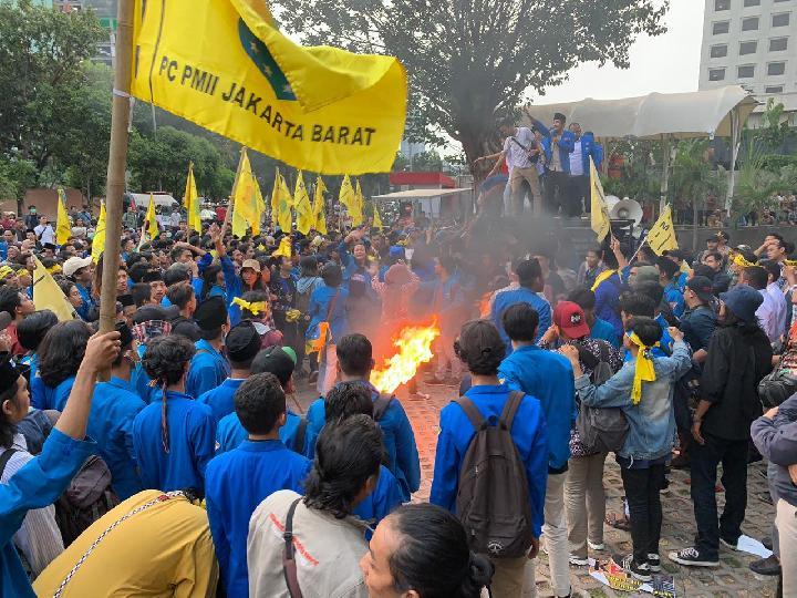 Mahasiswa Se Indonesia Demo Tolak UU KPK, Kader PMII Malah Demo Bela Imam Nahrowi