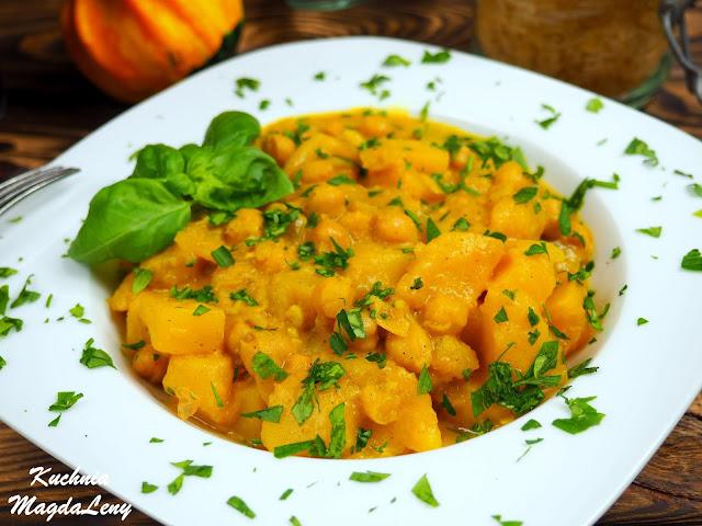 Wegańskie curry z dynią i ciecierzycą
