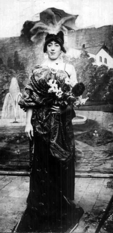 Young femulator, circa 1910