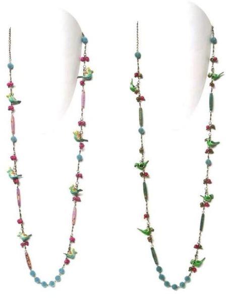 Collares de colores con cuentas y loritos