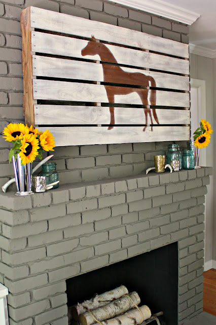 Modern + Rustic Fall Mantel {with step-by-step details on creating the horse pallet}
