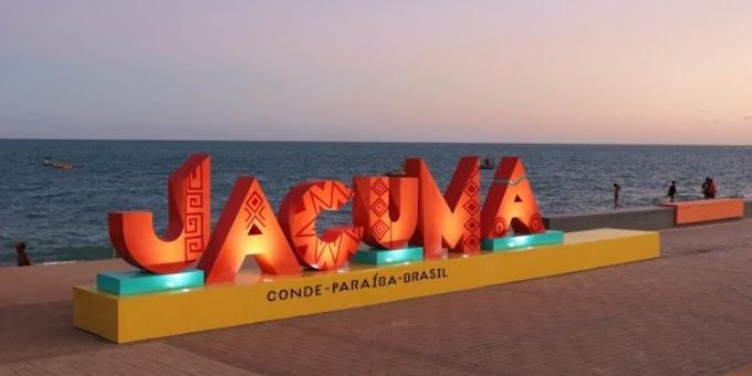 Praça do Mar em Jacumã ganha letreiro com desenhos inspirados na arte Tabajara