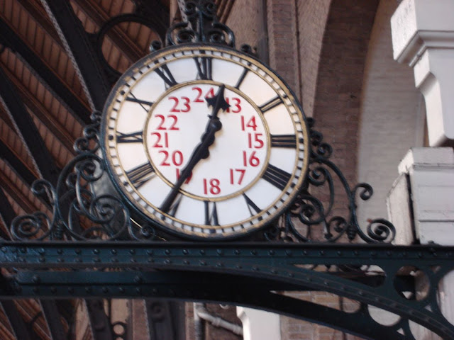 الساعة الرملية - الساعة المائية - الساعة ذات العقارب - الساعات ذات الخانات