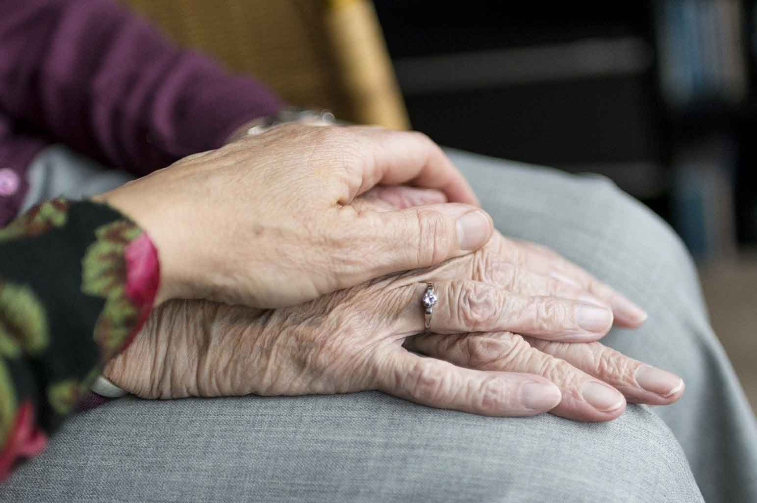 Two Great Ways To Take Care Of Your Senior Loved Ones