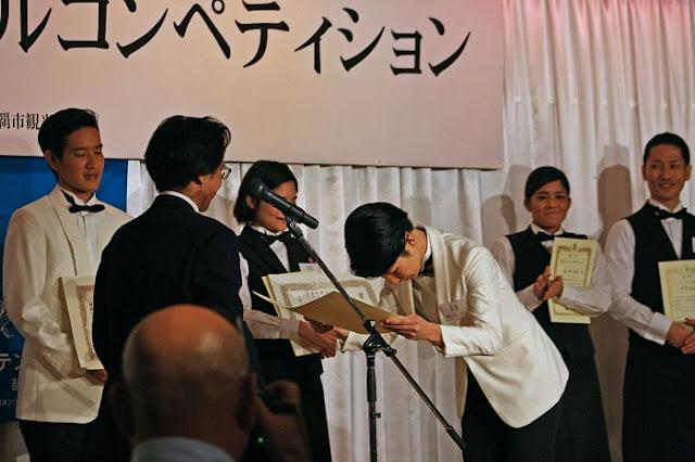 第21回沖縄カクテルコンペティションの表彰式の写真