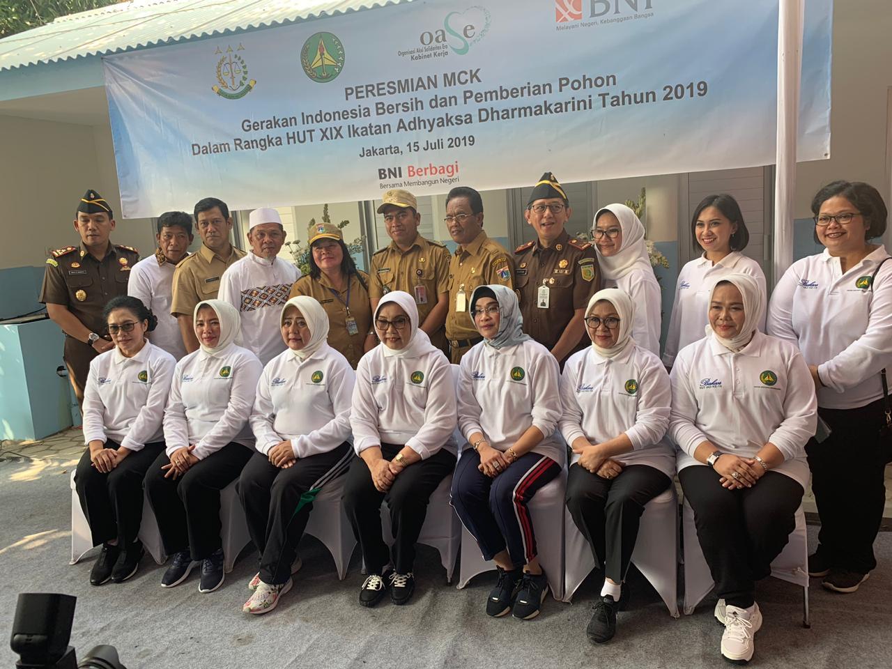 Ketua Ikatan Adhyaksa Dharma Karini, Ibu Ros Ellyana Prasetyo Resmikan 5 Titik MCK Diwilayah DKI Jakarta
