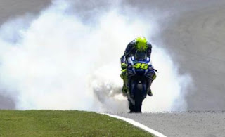 mesin motor Yamaha Valentino Rossi meledak