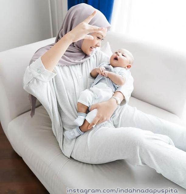 Cara Menyusui Bayi di Tempat Umum Menurut Islam Cara Menyusui Bayi di Tempat Umum Menurut Islam, Perhatikan Hal Ini!
