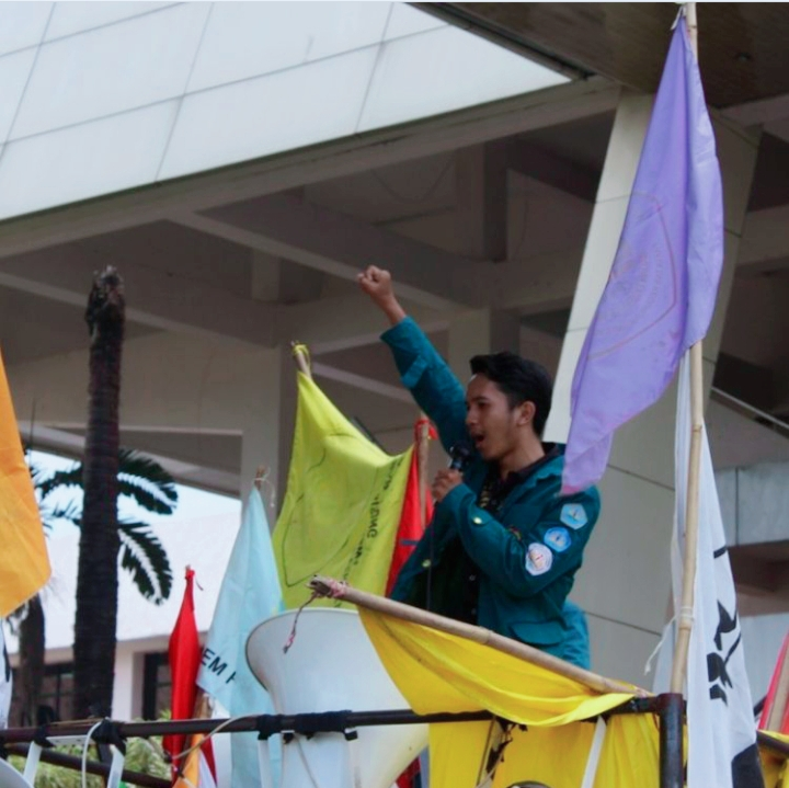 Pilih Mahasiswa Aktivis atau Mahasiswa Kupu-Kupu