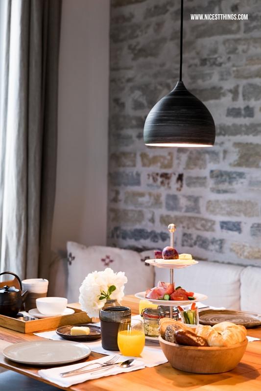 Wiesergut Frühstück im Restaurant warmer Minimalismus