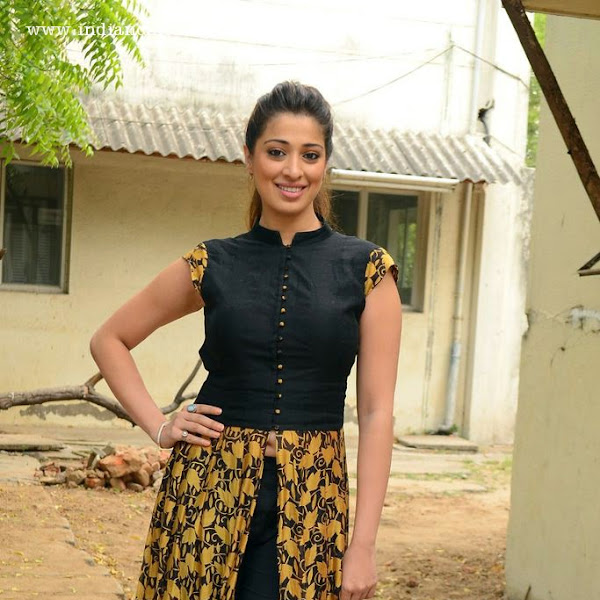 Lakshmi Rai latest hot navel show photos at Sowkarpettai Movie Launch
