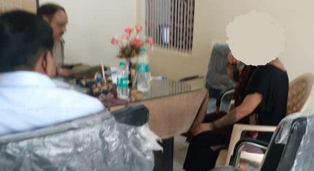 आश्रम में बाबाओं पर विदेशी साध्वी से छेड़खानी का आरोप - newsonfloor.com