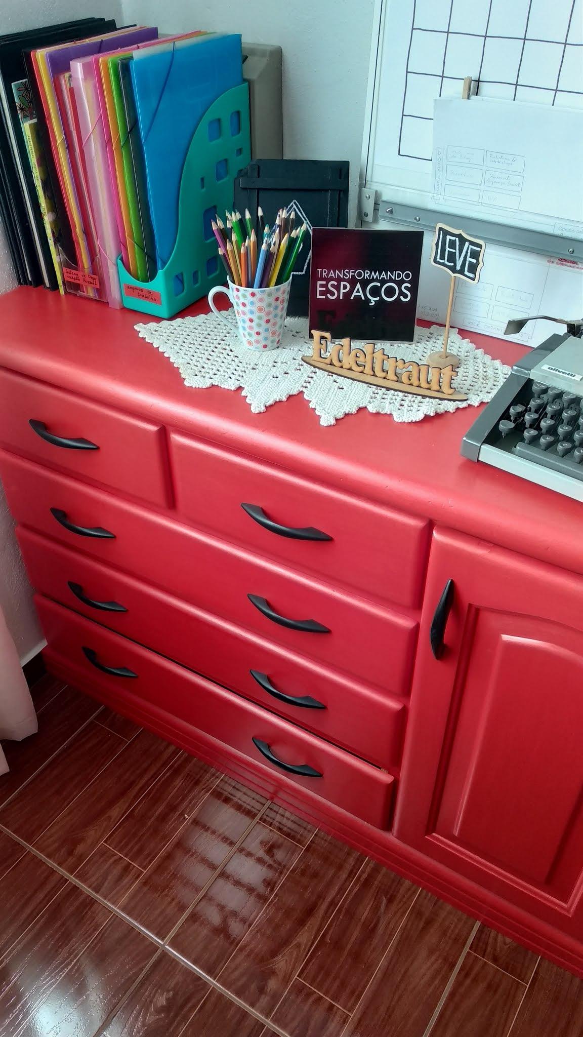 cômoda vermelha - lar organizado