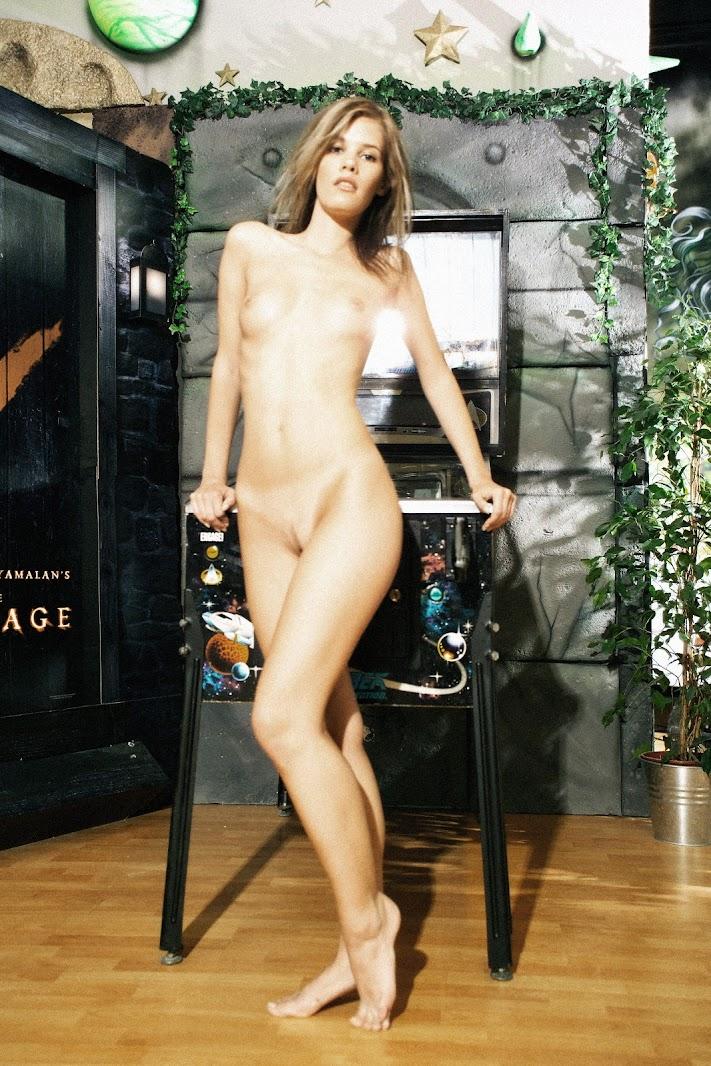 20050705_-_Jamine_-_Presenting_Jamine_-_by_Magoo.zip.MET-ART_mag_1_0103 Met-Art 20050706 - Larissa A - Presenting Larissa - by Luis Durante