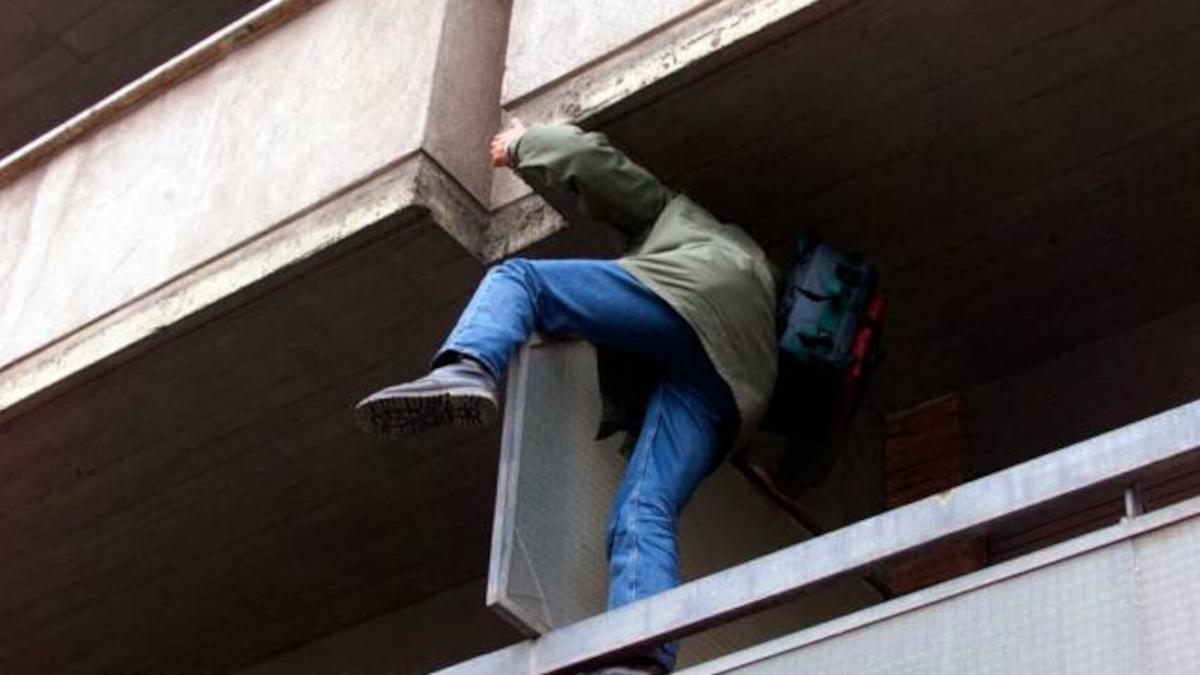 Polizia di Stato ladro grondaia via De Felice