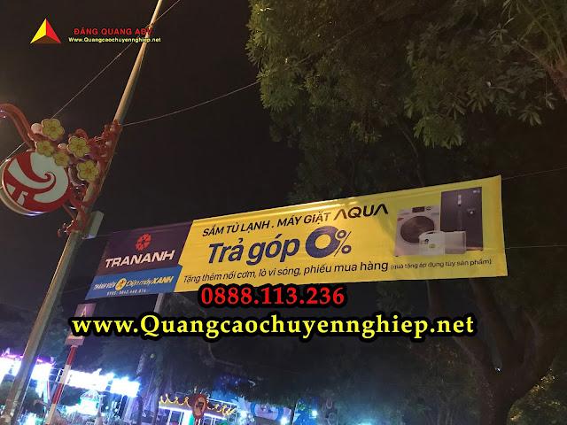 Treo banner về đêm