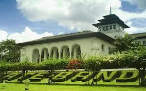 Bandung bukan hanya terkenal sebagai kota yang kaya akan masakan melainkan juga kawasan wi Daftar Tempat Wisata di Bandung Terbaik 2014