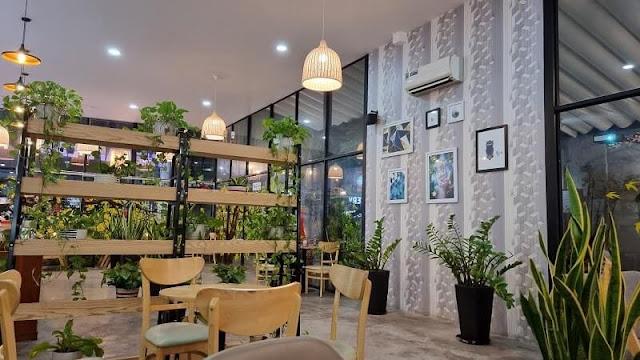 Tại The Kafe Land