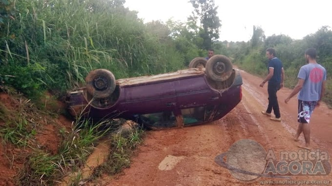 OFF ROAD: Motorista perde controle e veículo capota