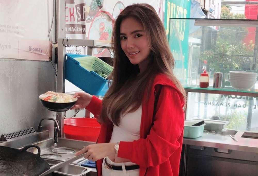 Lina Kartika Penjual Bakmi Kofei (instagram.com)