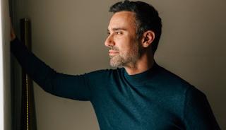 Έξαλλος ο Γιώργος Καπουτζίδης με follower που του επιτέθηκε για σχόλιο με τα γkέι φιλιά στη Eurovision