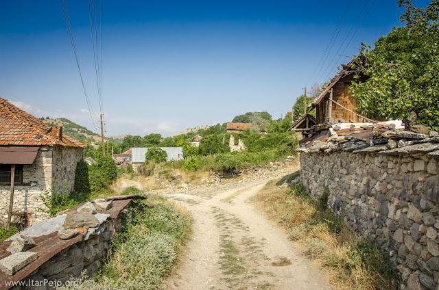 """Lower"" neighborhood in Gradeshnica village, Mariovo"