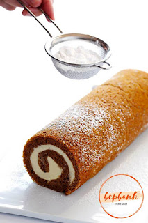 Bánh cuộn bí ngô - Pumpkin Roll Cake 2