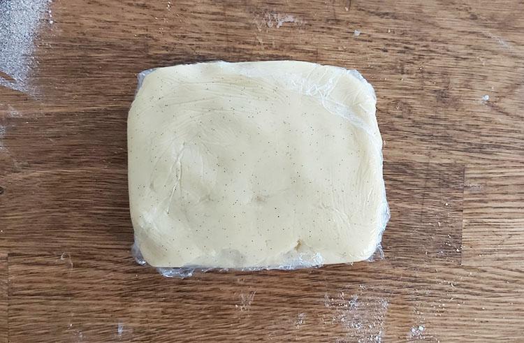 Pâte pour sablés filmée