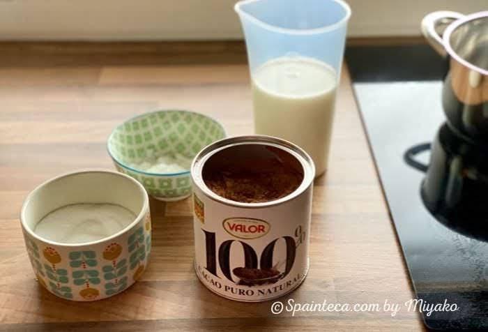 カカオ・牛乳・砂糖などスペイン風ホットチョコの材料