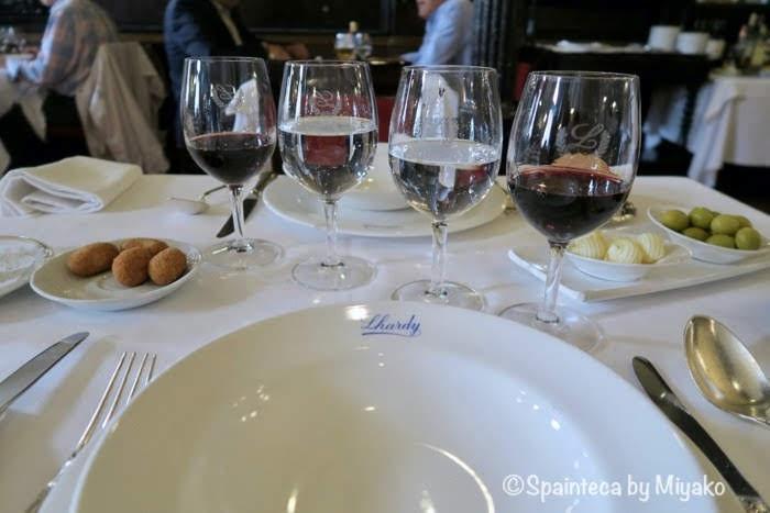 Lhardy マドリードの老舗コシード料理店のテーブルセット