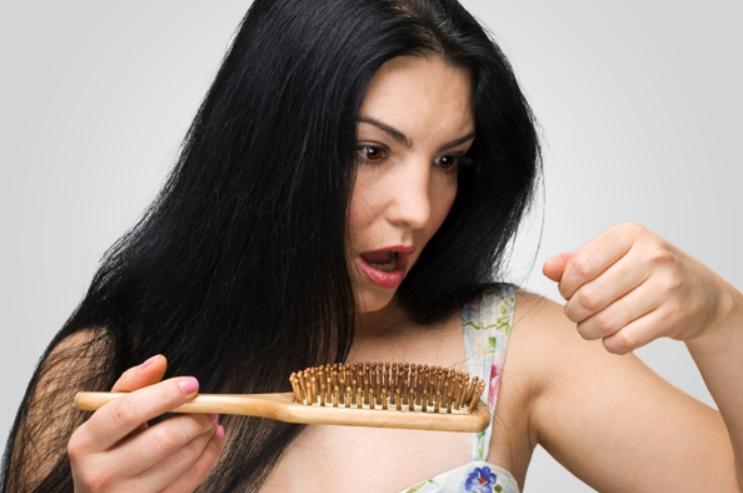 Cara Mengatasi Rambut Rontok Parah dan Berlebihan Secara Alami dan Cepat
