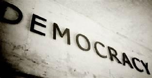 DEMOKRASI SEKULER MAKIN MENYUBURKAN DAN MELINDUNGI PARA PENISTA AGAMA