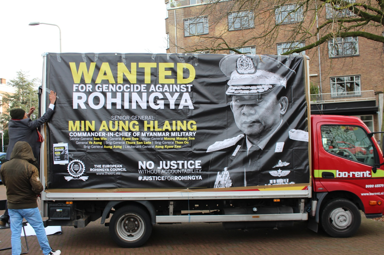 Pria Berjubah Kunyit Unggah Video Hina Muslim Rohingya dengan An***g Liar