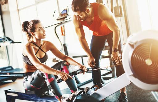 Beneficios hacer pesas gimnasio