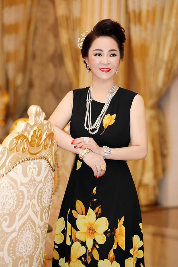 Owning a million dollar diamond collection, what car does CEO Nguyen Phuong Hang drive to be worthy of the upper class?
