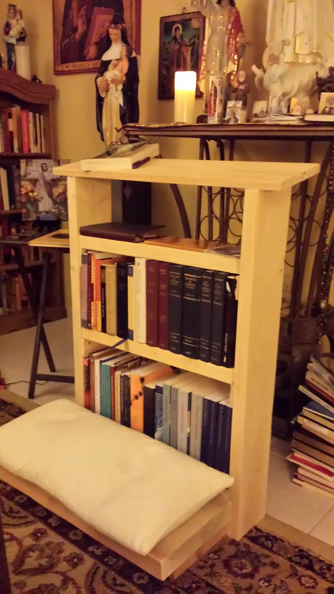 There is also another benefit to this kneeler... You can store more books!
