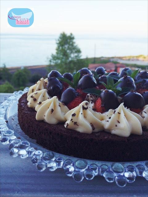 kusursuz pastacı kreması, en lezzetli pastacı kreması, çilekli pasta, kolay pasta