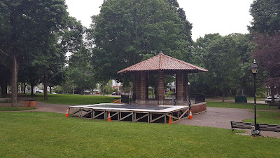 the stage on the Town Common in the rain