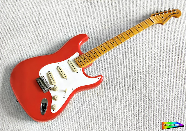 Squier JV Series Stratocaster - Fiesta Red