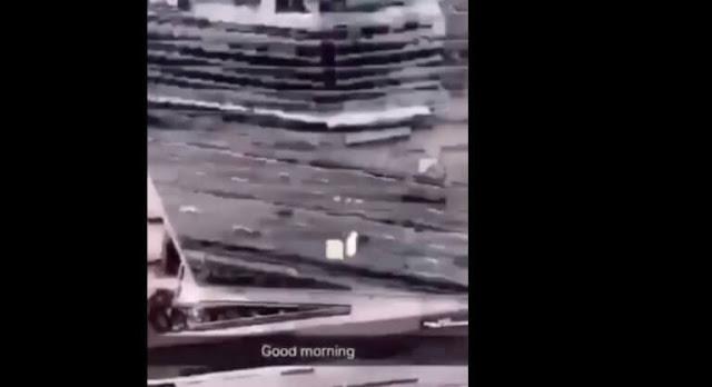 Πέταξε καρέκλα από το μπαλκόνι σε… πολυσύχναστο δρόμο – Σάλος για το βίντεο που έχει γίνει «viral»