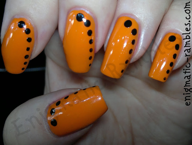 halloween-nails-nail-art-dots-dotticure-orange-black-barry-m-mango