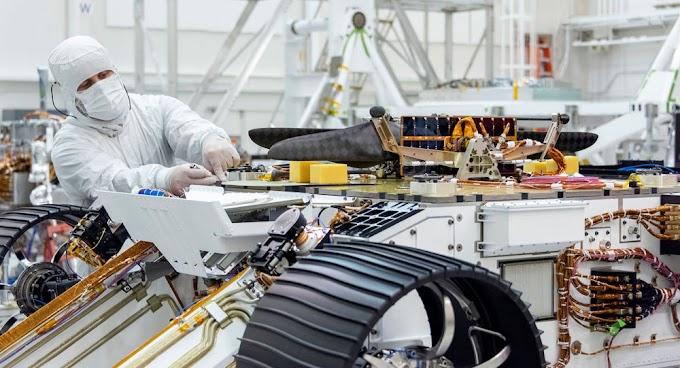 NASA mostra 1º helicóptero que viajará a Marte (FOTOS)