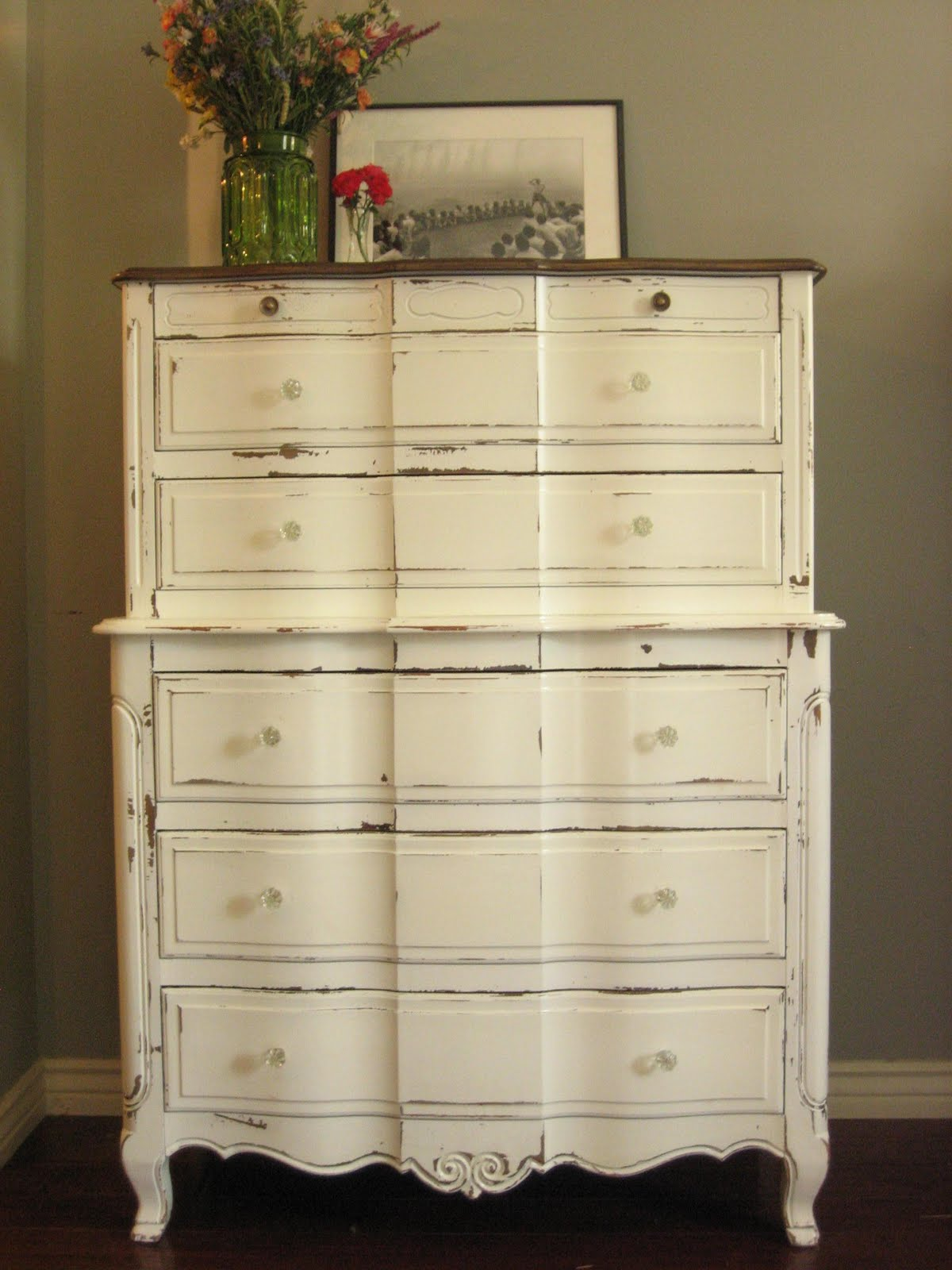 European Paint Finishes Creamy White Dressers