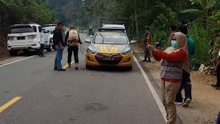 Kapolsek Alla Pantau Posko Cegah Virus Corona di Perbatasan Enrekang - Tana Toraja