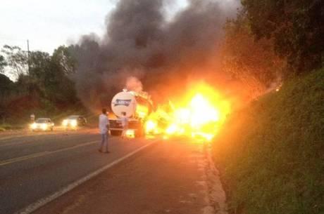 Acidente de ônibus deixa mortos