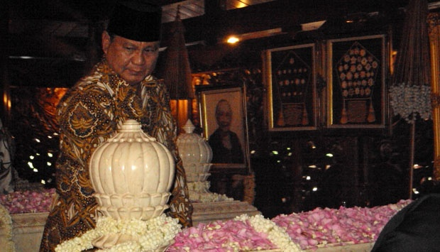 Juru Kunci Makam Astana Giri Bangun Sebut Soeharto Restui Prabowo-Puan di Pilpres 2024