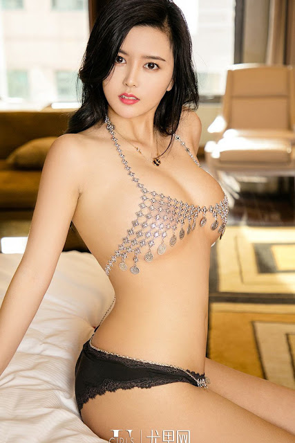 Hot and sexy big boobs photos of beautiful busty asian hottie chick Chinese booty model Lin Zi Chen photo highlights on Pinays Finest sexy nude photo collection site.