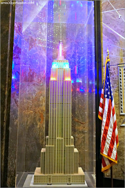 Maqueta del Empire State Building en el Hall del Edificio, Nueva York
